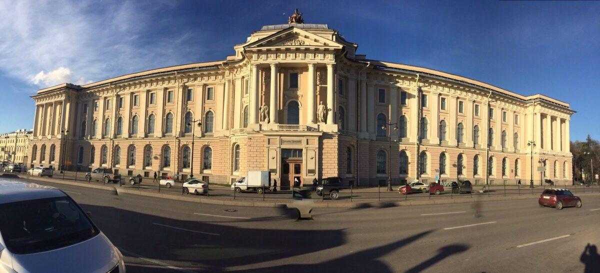 Автомобильная экскурсия в Петербурге