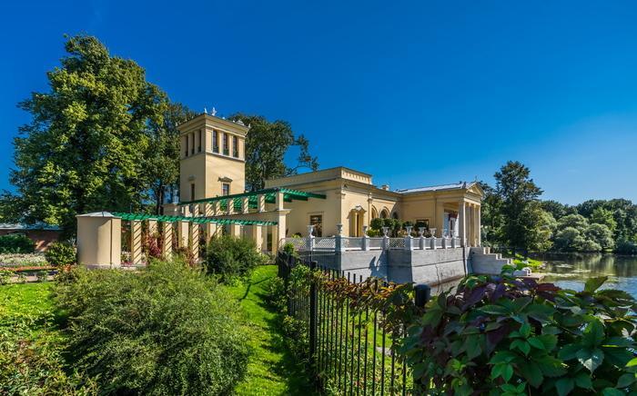Царицын павильон в Петергофе