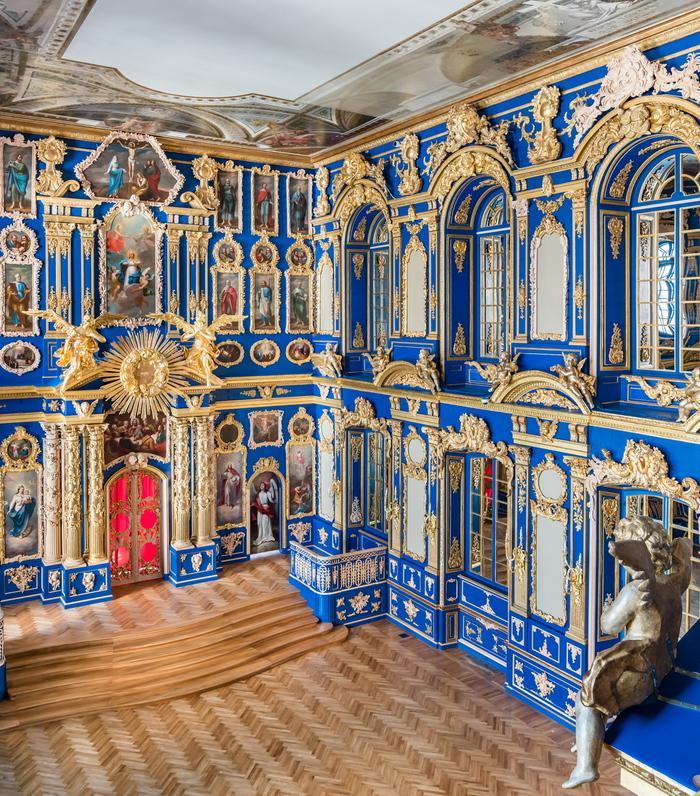 Екатерининский дворец в Царском Селе и церковь